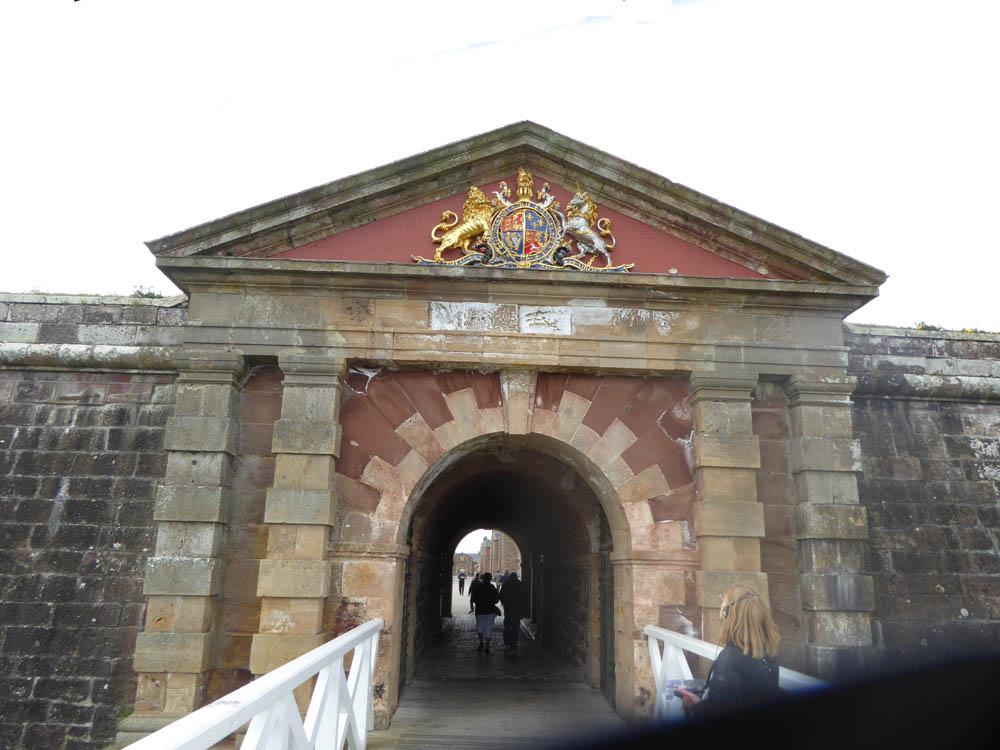 Imposante Forte George, abritant de nos jours, quelques 1500 militaires encadrés par 50 officiers